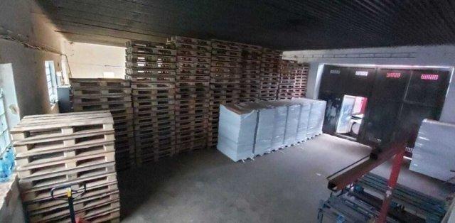 Тонны табака и миллионы сигарет: В Словакии обнаружили нелегальную фабрику, задержаны украинцы