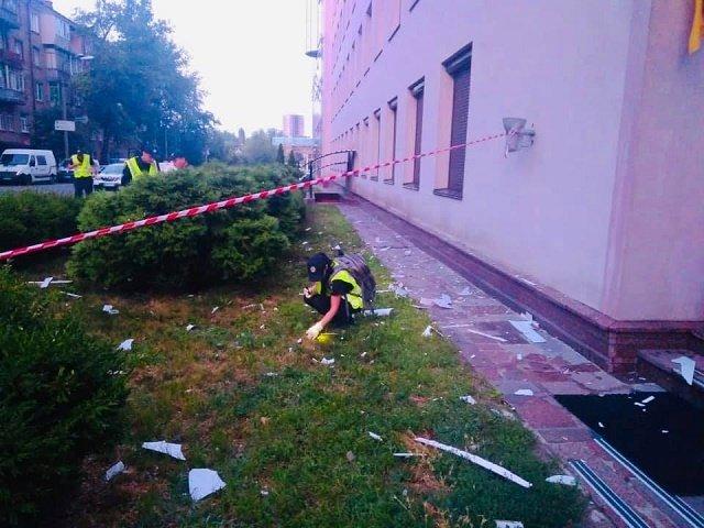 В Киеве в офис канала «112» выстрелили из гранатомета: Полиция объявила операцию «Сирена»