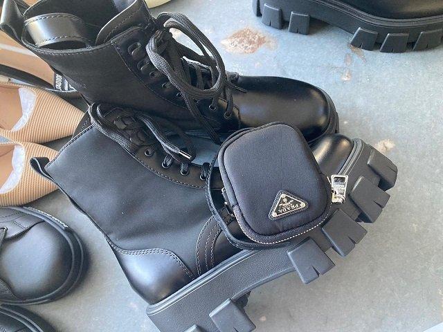 """В Закарпатье на границе среди 10 чемоданов таможенники обнаружили один """"брендовый"""""""