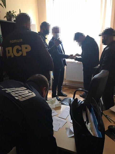 В Закарпатье чиновника АМКУ поймали на вымогательстве и получении взятки