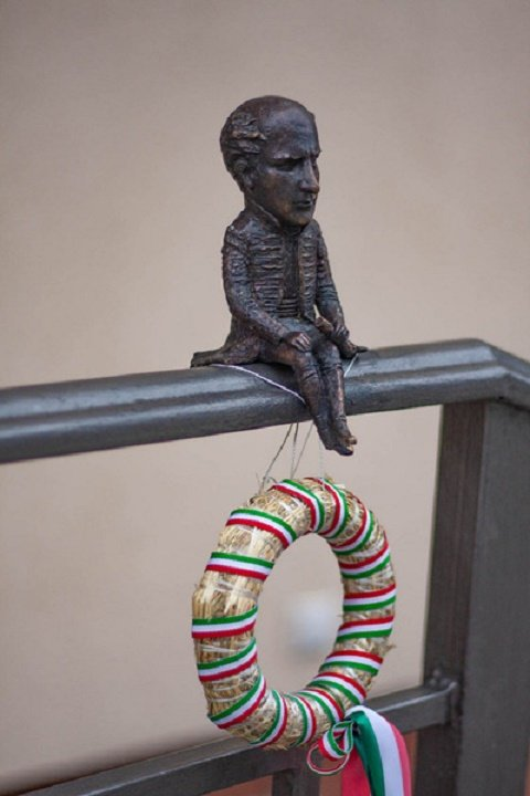Семья мини-скульптур в Ужгороде пополнилась знаковой фигурой Ференца Келчеи