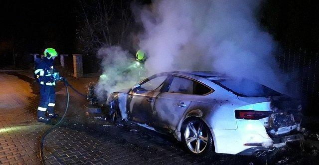 В Чехии неизвестный поджег крутое авто украинской предпринимательницы