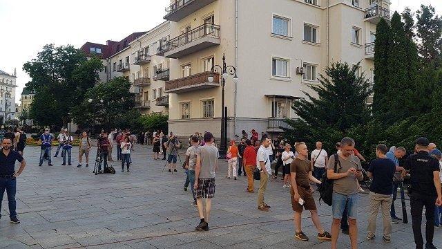 """Порошенко будет руководить """"Ні капітуляція"""" из Турции"""
