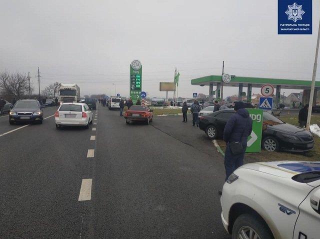 В областном центре Закарпатья на объездной жесткая авария, травмирован человек