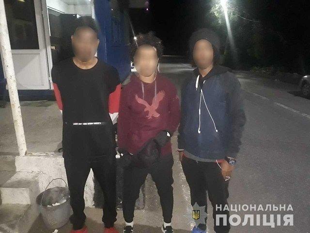 На посту Нижние Ворота полиция задержала трех иностранцев без документов