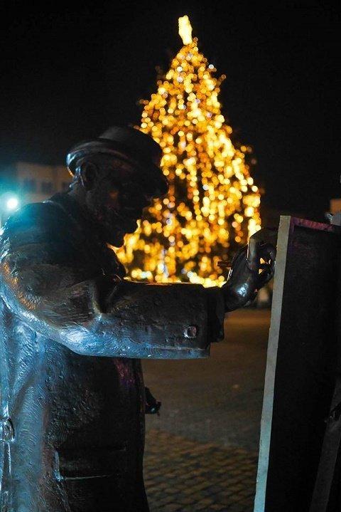 Областной центр Закарпатья украсили на новогодне-рождественские праздники