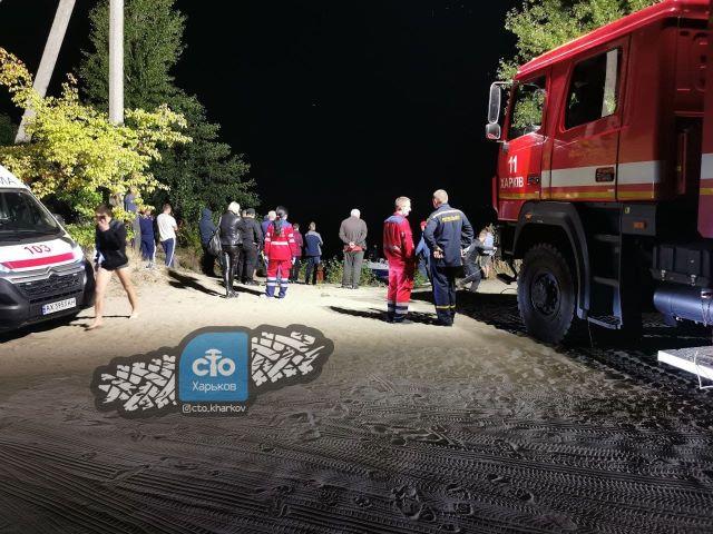 Под Харьковом занятие любовью в авто закончилось гибелью, в озере утонул микроавтобус Renault Trafic.