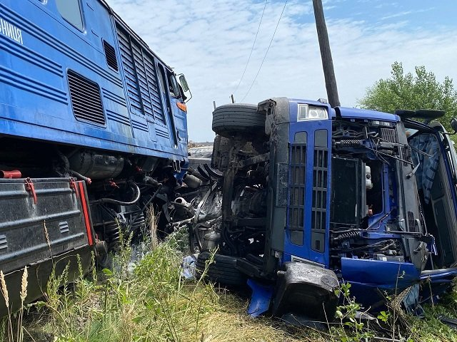 ДТП з потягом і фурою: В Закарпатті внаслідок жорсткого зіткнення постраждали п'ятеро людей