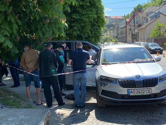 Затримали на хабарі податківця Головного управління ДПС Закарпаття Михайла Лабика та його помічника.