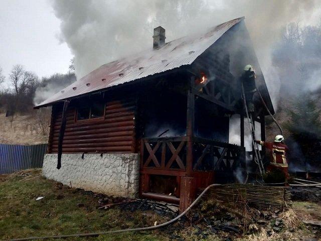 В Закарпатье с утра пораньше горела-пылала баня