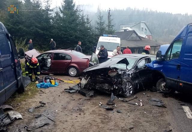 Двойная авария на трассе Киев-Чоп: В жестком столкновении пострадали жители Закарпатья