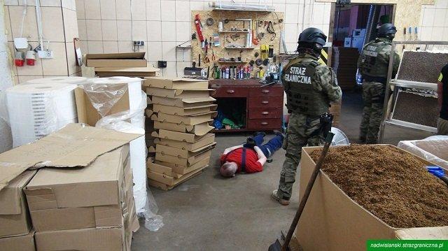 В Польше обнаружили нелегальную фабрику контрабандистов, задержаны 7 украинцев