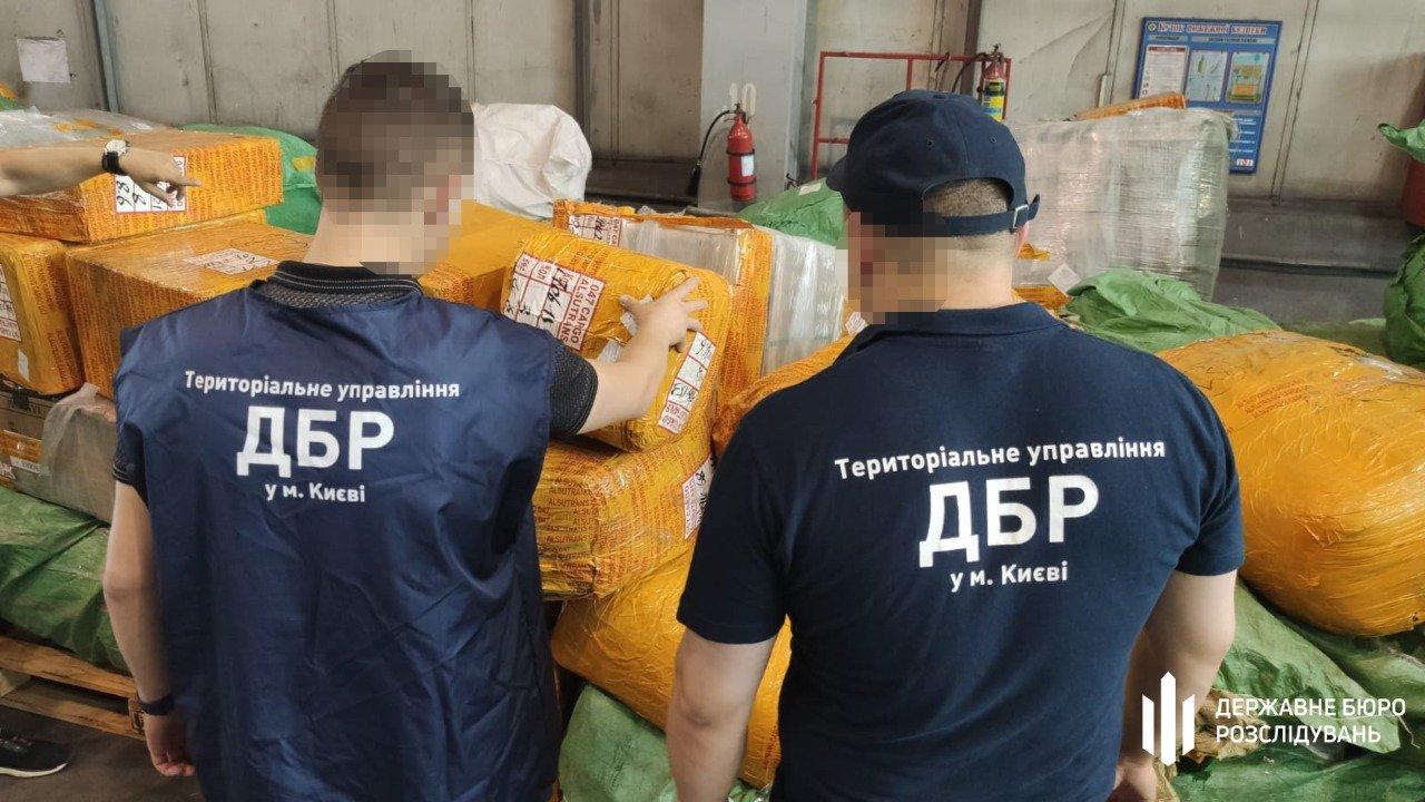 Силовики ликвидировали мощный канал контрабанды товаров через Киевские аэропорты.