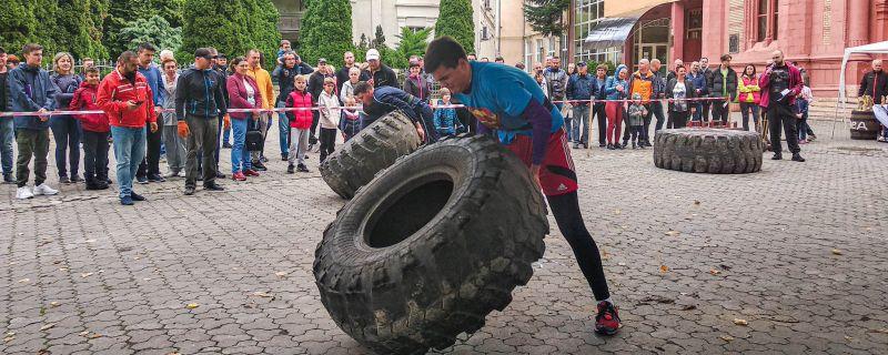 """В Ужгороді провели два турніри: """"Юніор Стронґмен"""" – в ньому брали участь хлопці від 15 до 18-ти років включно – та """"Карпатський ведмідь"""""""