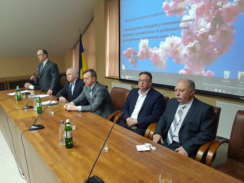 130 онкологів та мамологів з усієї Україні та з-за кордону зібралися в Ужгороді