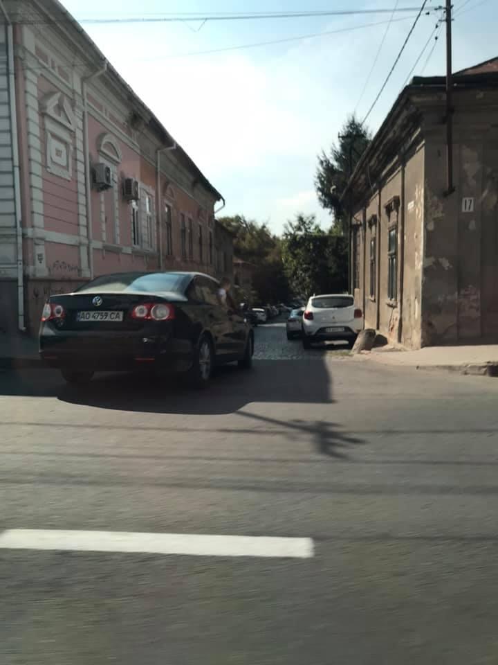 Столиця Закарпаття стала сьогодні свідком моторошної сцени на дорозі