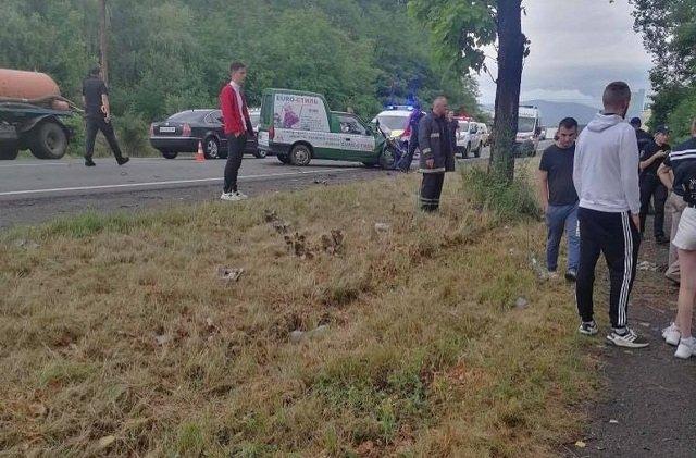 В Закарпатті біля ресторану серйозне ДТП: авто злетіло в кювет