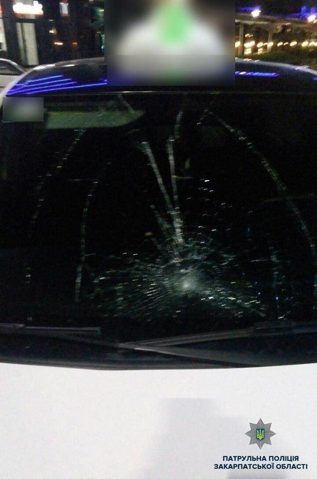 В Закарпатье вечером таксист устроил аварию