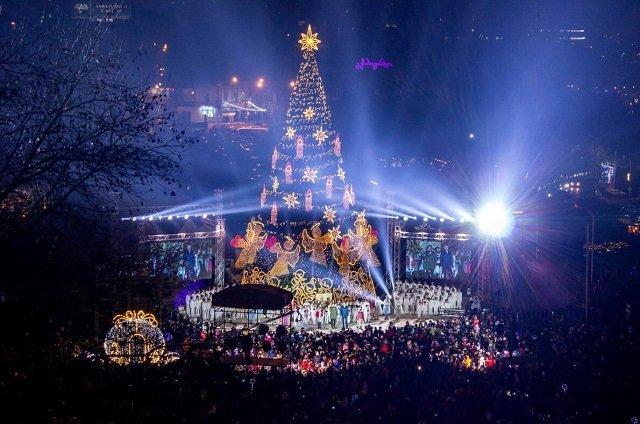 ТОП самых красивых рождественских елок в Европе - №5