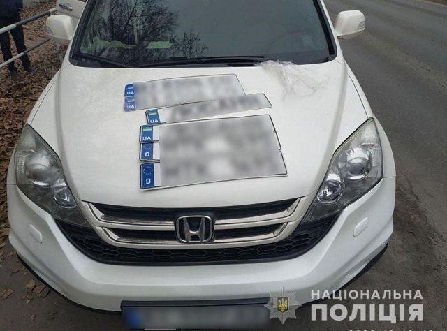 На Полтавщине накрыли ОПГ, продававшую евробляхи и авто в розыске на поддельных номерах