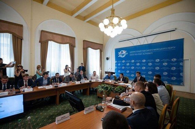 Президент Зеленский обвинил Александра Власова в том, что он не уволил руководителей таможен