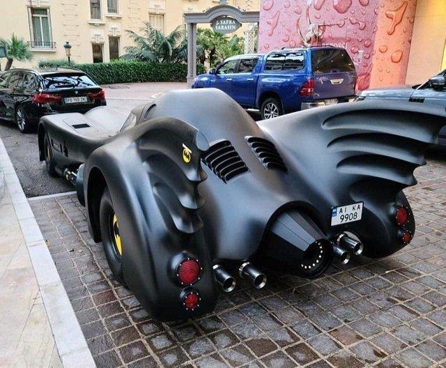 Бэтмен — украинец?: Эффектный суперкар вызвал ажиотаж у избалованной публики Монако