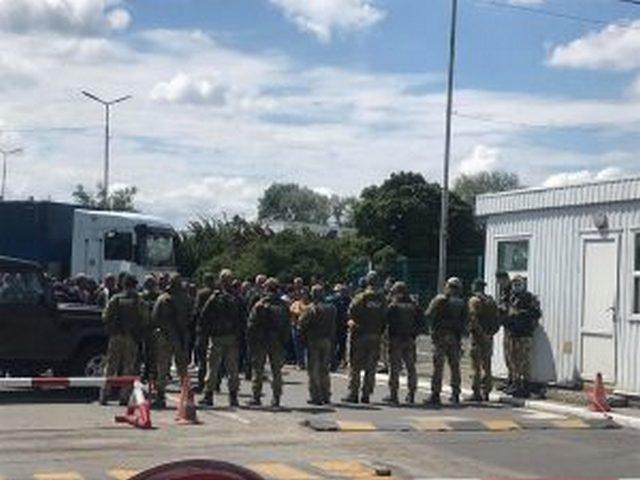 Ситуация обострилась: В Закарпатье, на КПП Тиса, люди стоят в очереди больше суток