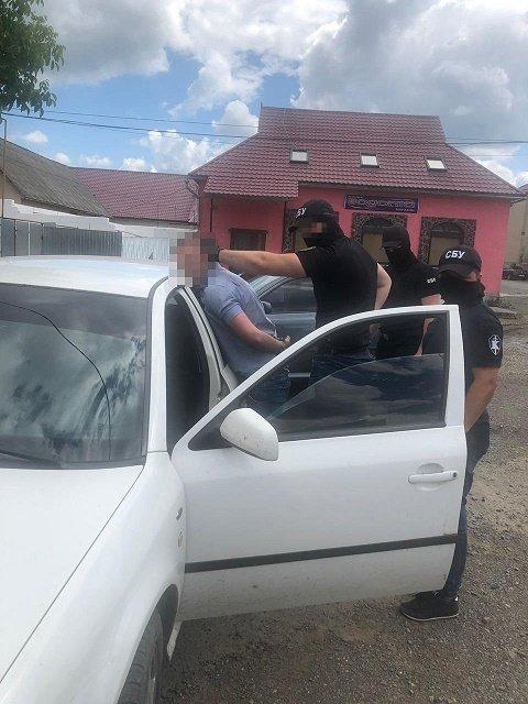 В Закарпатье госслужащий требовал деньги за непрохождение регистрации в органах пробации: Взяточника задержали