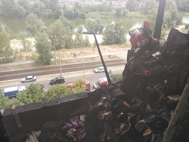 В Киеве в многоэтажном доме вспыхнул пожар: 77-летняя женщина сгорела заживо