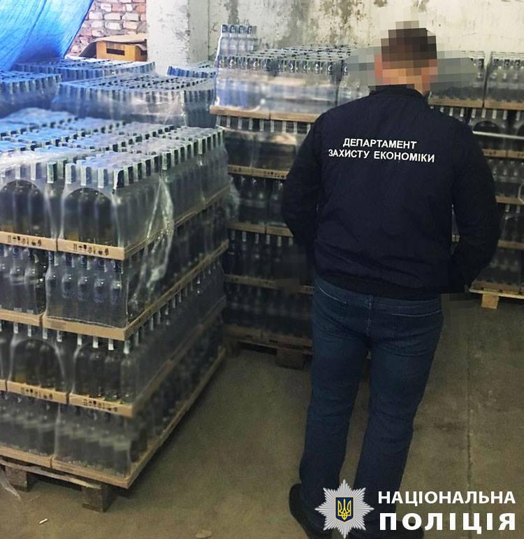 """Львовские преступники хранили поддельный алкоголь на """"перевалочной базе"""" в Закарпатье"""