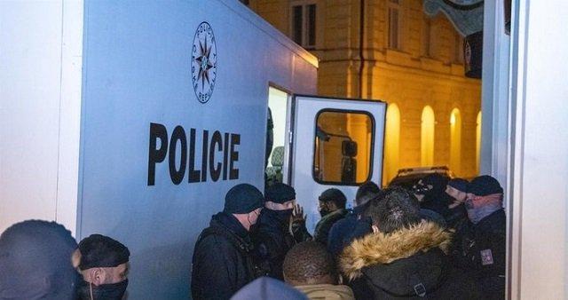 В Чехии полиция разогнала нелегальную вечеринку иностранцев в центре столицы