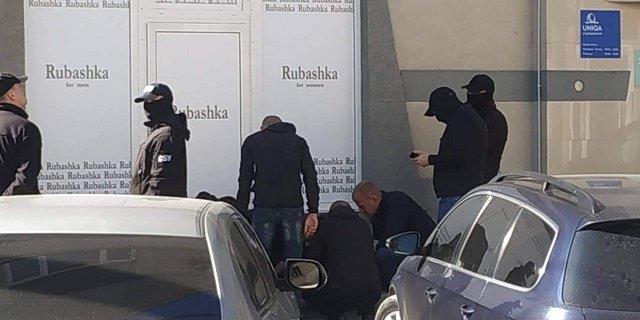 Чиновника из Государственной экологической инспекции задержали в Ужгороде