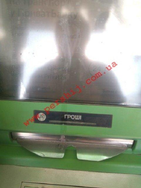 В областном центре Закарпатья неизвестные вредители оплевывают банкоматы