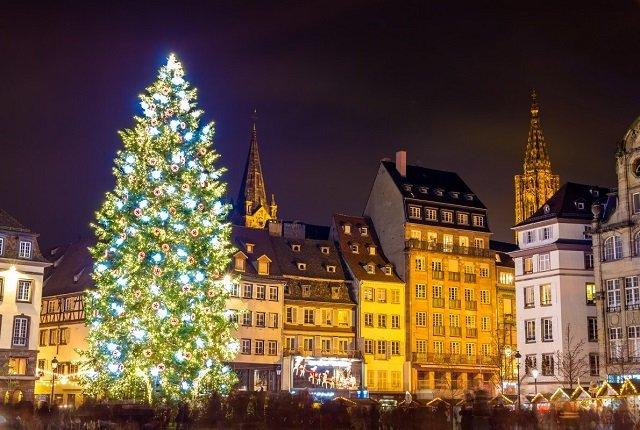 ТОП самых красивых рождественских елок в Европе - №2