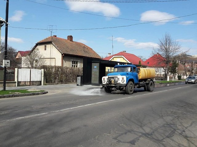 Коронавирус: В Ужгороде дезинфицируют места общего пользования