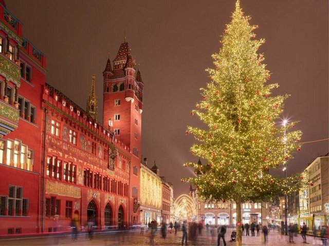 ТОП самых красивых рождественских елок в Европе - №4