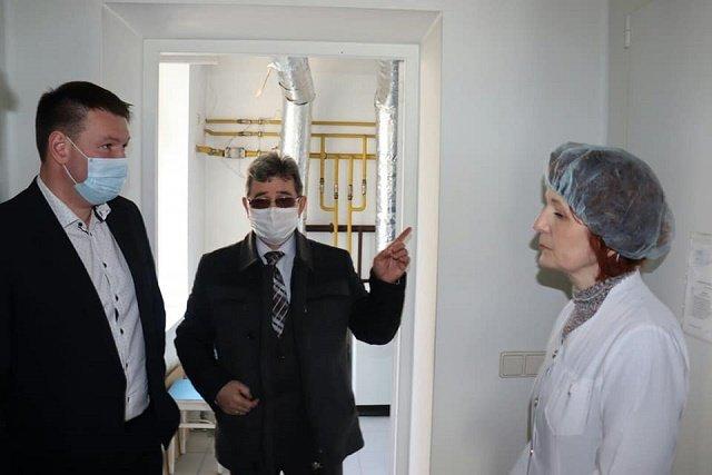 Гетманенко осмотрел лабораторию в Ужгороде, где тестируют методом ПЦР