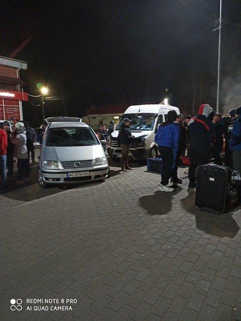 """Украина продолжает эвакуацию наших граждан из ПП """"Ягодын"""" на границе с Польшей."""