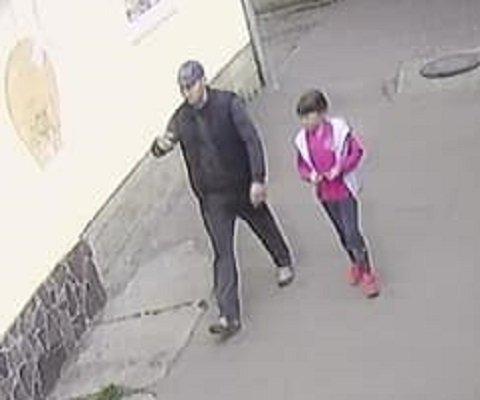 В Закарпатье мужчина с ребенком дерзко ограбил магазин