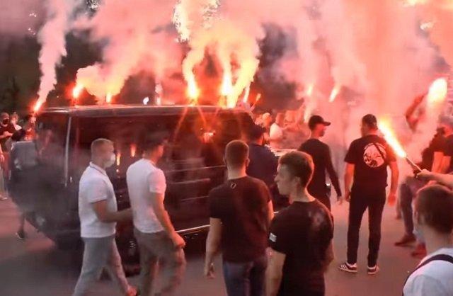 Фанаты Динамо пошли на открытий конфликт с Суркисом