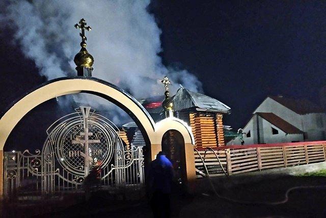 В райцентре Закарпатья Иршаве огнем полностью уничтожена церковь Святого Василия Великого