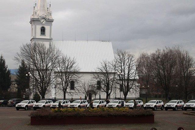Глава ОГА в Закарпатье Бондаренко вручил ключи от «Рено Дастер» заведующим амбулаториями