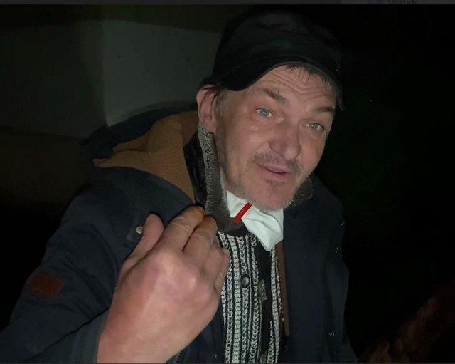 """В областном центре Закарпатья на избирательном участке поймали мужчину, который выносил """"свои"""" бюллетени"""