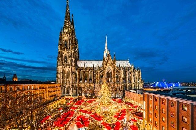 ТОП самых красивых рождественских елок в Европе - №6