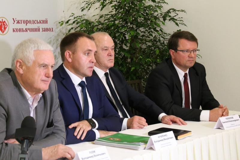 В Ужгороді галузева дегустаційна комісія визначала кращі вина України