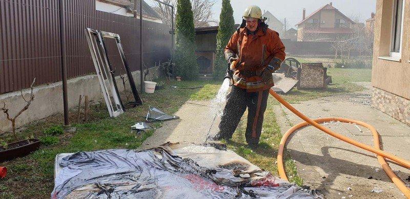 В Закарпатье бдительный житель спас дом соседей