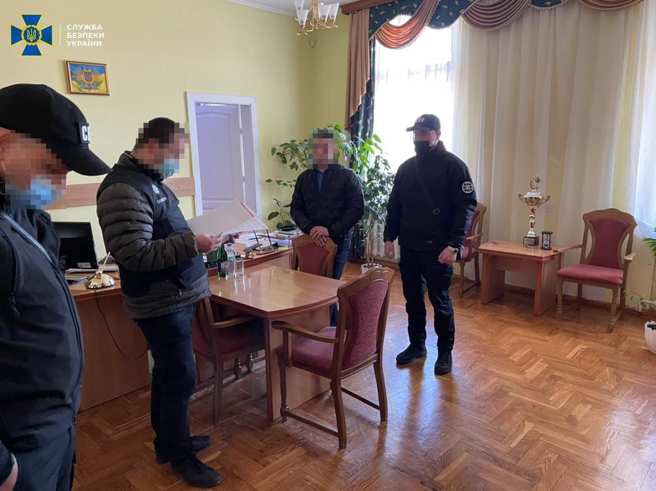"""Спецоперация СБУ в Закарпатье: Чиновники """"Укрзализныци"""" положили себе в карман 5 миллионов гривен"""