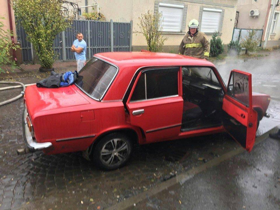 В Закарпатье утром на ходу пылал автомобиль