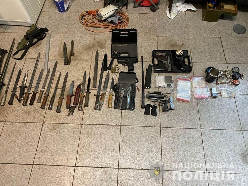 Во время обыска в Ужгороде нашли оружие