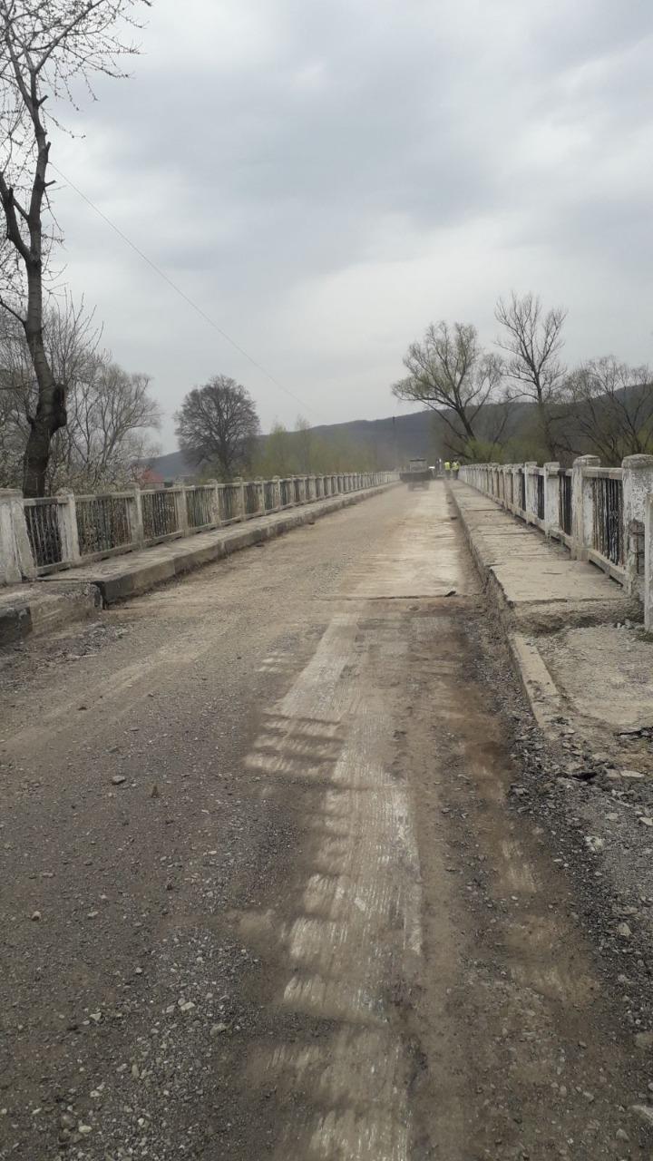В Закарпатье отремонтировали мост, который ведет к уже отреставрированному старинному Невицкому замку